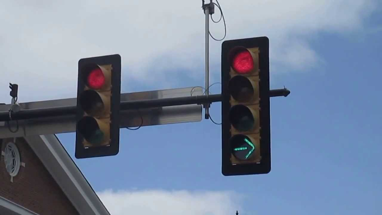 Lumina verde intermitenta OBLIGA la lasarea libera a benzii de circulatie?