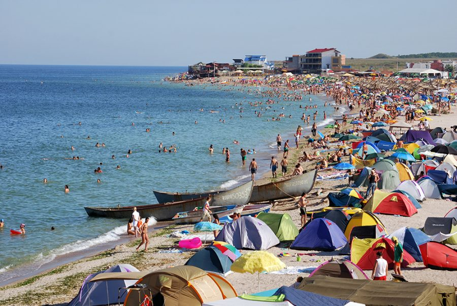 Cluburi, terase si operatori de plaje, amendati sau inchisi pentru nerespectarea masurilor de prevenire a Covid-19