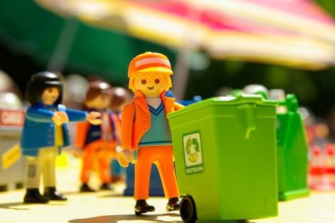 Bani din gunoi reciclat. ANAF a prins sapte firme care au fraudat bugetul de stat