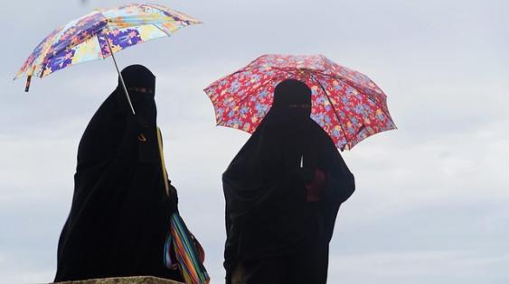 CJUE: Angajatorii pot interzice purtarea valului islamic la munca