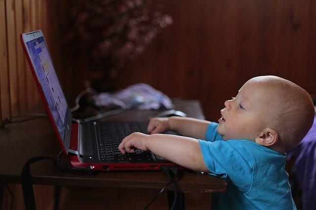 Copiii au noi drepturi digitale oficial recunoscute, iar parintii - obligatii