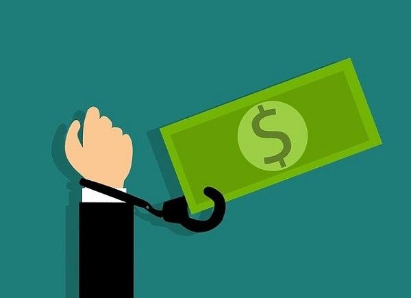 """Coruptia este un """"impozit dublu"""" pentru cetateni"""