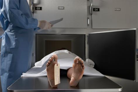 """Un detinut declarat mort de 3 doctori """"a inviat"""" fix inainte de autopsie"""