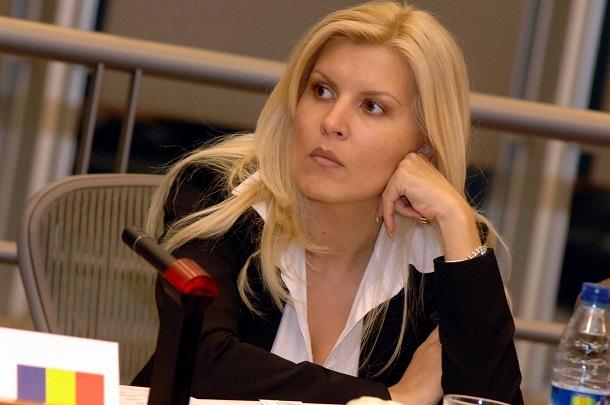 CAB: Elena Udrea poate parasi tara