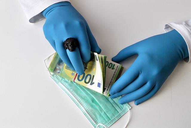 Inspectia Muncii: Angajatorii, obligati sa ofere GRATUIT angajatilor masti, sapun si dezinfectanti