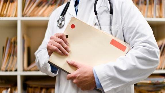 Medicul condamnat la inchisoare cu suspendare, desi a luat mita de 185 de ori. A fost achitat pentru spalare de bani