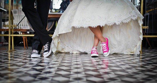 Judecatoria Husi: Minora insarcinata se poate casatori cu tatal adult