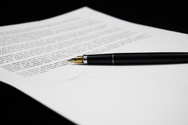 Notarul familiei Colteu, trimis in judecata de DNA