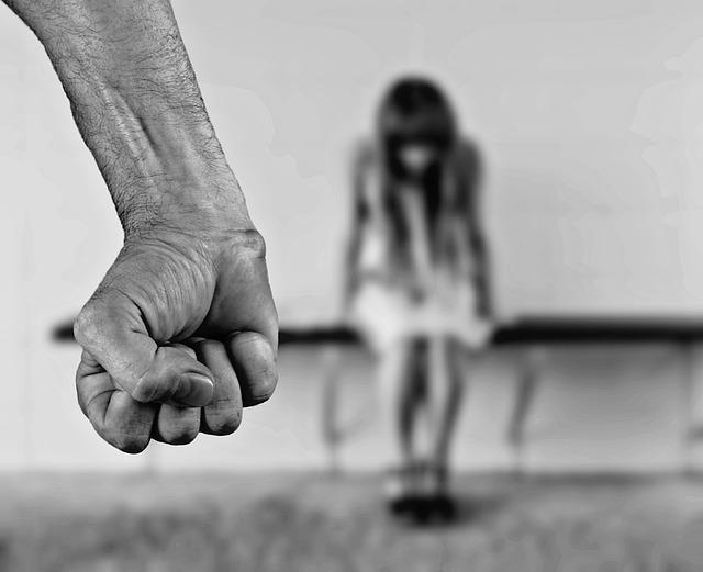 Parintii care isi bat copiii, pedepsiti mai aspru de Codul penal