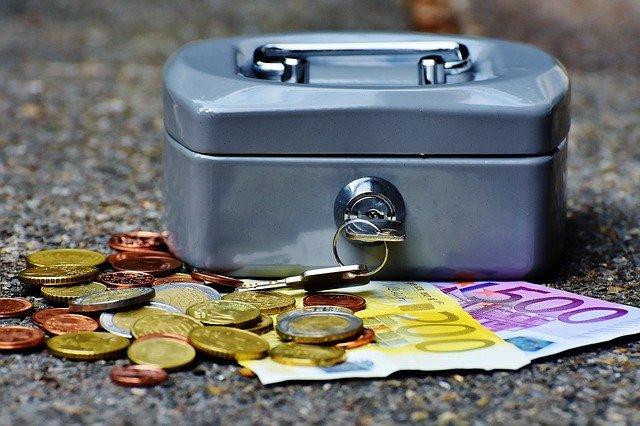 pastrat bani gasiti pe strada
